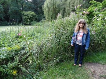 2017.07.23-022 Stéphanie dans le jardin