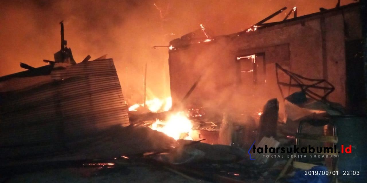 Pabrik di Mangkalaya Terbakar 3 Jam, Kerugian 600 Juta