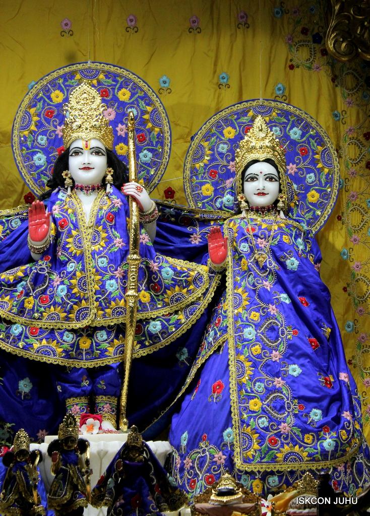 ISKCON Juhu Sringar Deity Darshan on 2nd Oct 2016 (5)