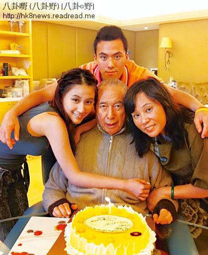 同陳山聰撻著,掛住同遊英國,去年一家同賭王慶祝父親節時超雲無影無蹤。