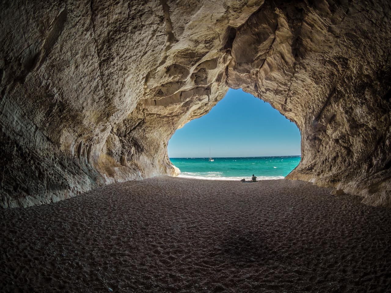 Cave nước ngoài