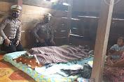 Wujud Kepedulian Korban Laka, KBO dan Kanit Laka Satlantas Polres Soppeng Kunjungi Rumah Keluarga Korban