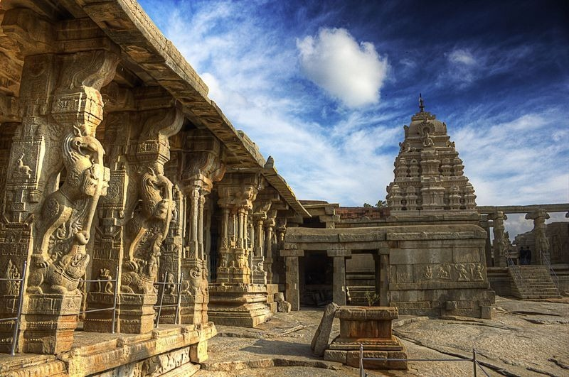 lepakshi-temple-hanging-pillar-4