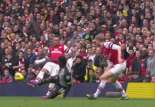 Adebayor, Arsenal - Tottenham HotSpur