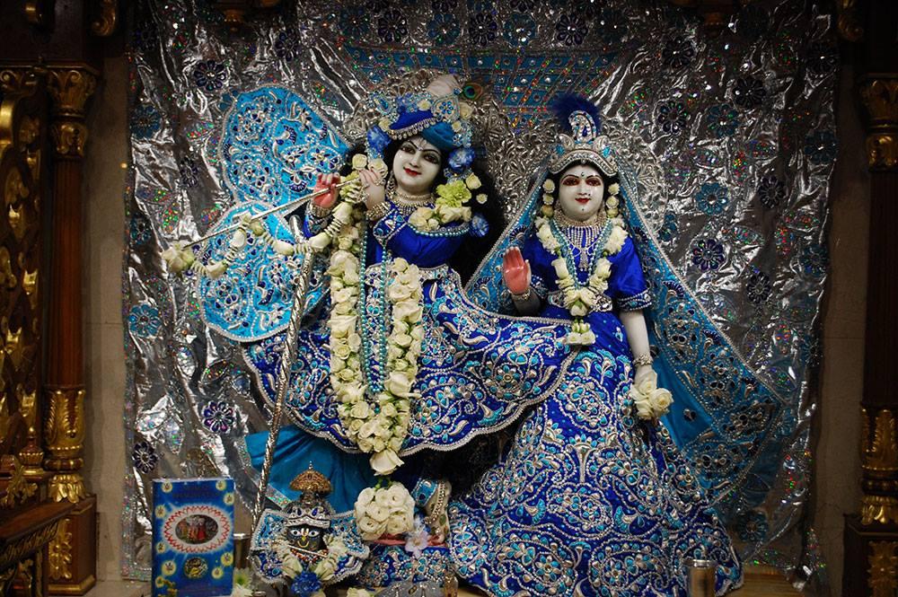 ISKCON-London-Deity-Darshan-14-Dec-2015 (7)