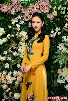 Á hậu Hà Thu khoe dáng với áo dài đính kết theo đường cong cơ thể