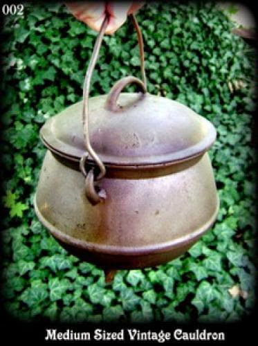 Wonderful Medium Sized Vintage Antique Cauldron With Lid 75 00