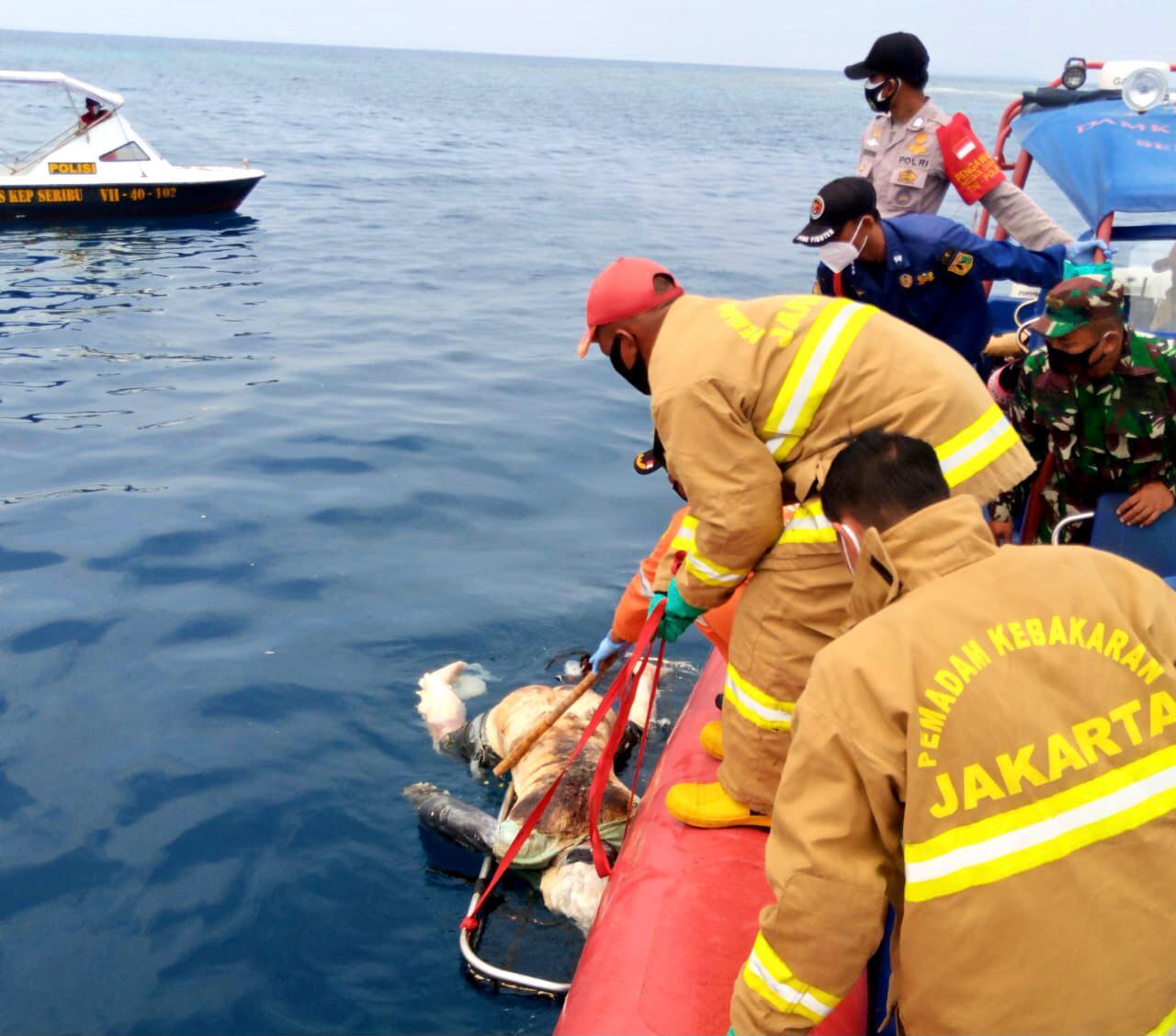 Koramil 04/KS Bersama Team Rescue Evakuasi Mayat Tak Dikenal Terapung