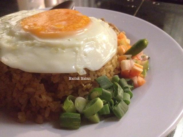 maniak-makan-uptomie-simprug-jakarta-nasi-goreng-roa