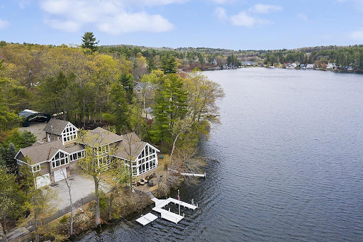On the Market: A Waterfront Retreat in Suburban New Hampshire