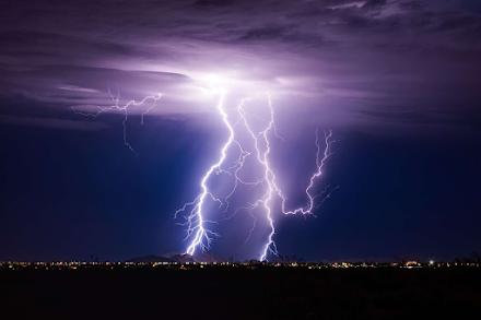 Ζωοδόχοι ουρανοί: Πώς οι κεραυνοί μπορεί να βοήθησαν στην εμφάνιση ζωής στη Γη