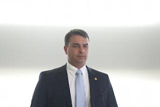 Flávio Bolsonaro tenta afastar procuradora de investigações por fraude na declaração de bens