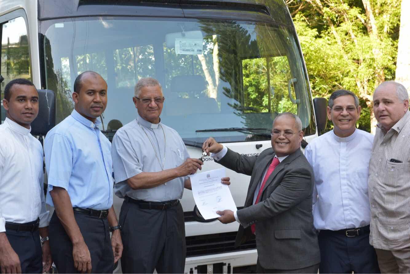 Ministerio Administrativo entrega en mayo cinco autobuses a entidades necesitadas