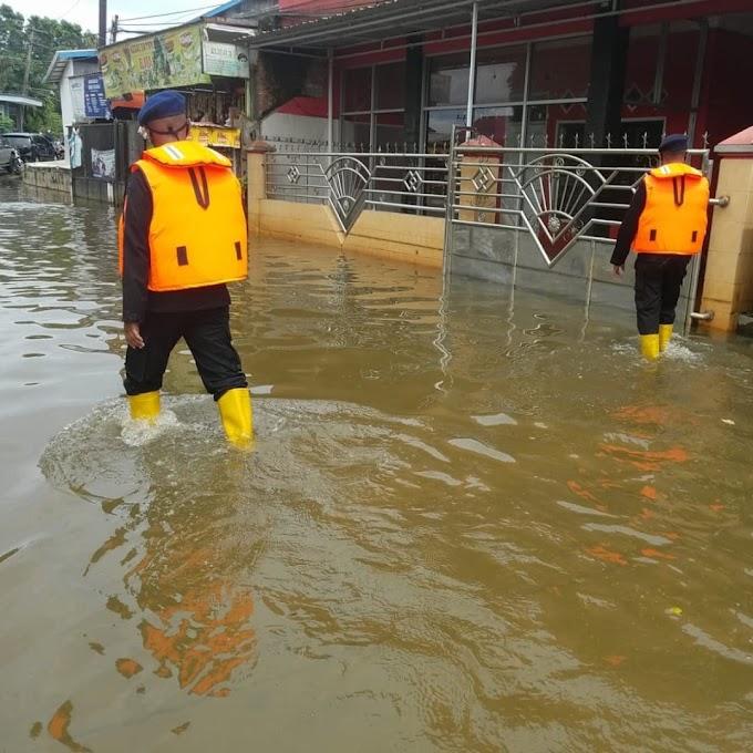 Banjir Samarinda, SAR brimob Batalyon B Lakukan Patroli Dan Evakuasi