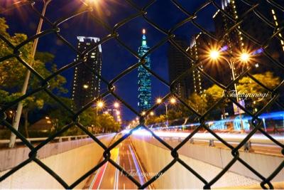 台湾旅行 象山駅付近から台北101方面を望む 夜景