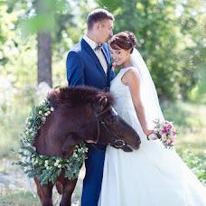 Wedding photographer Viktoriya Antropova (happyhappy). Photo of 01.12.2015