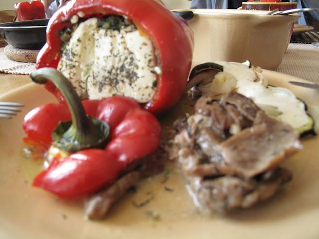 Papryka z fetą i ziołami + polędwiczki z borowikami