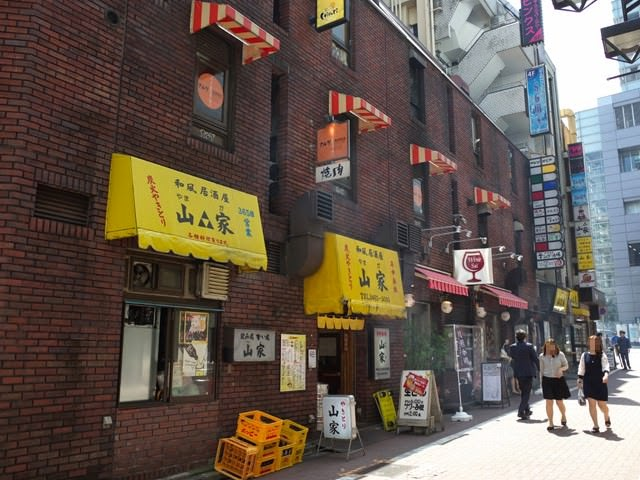 渋谷道玄坂マークシティ横の居酒屋が立ち並ぶウェーブ通り