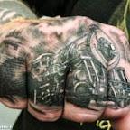 Gare tatoué sur la main.jpg