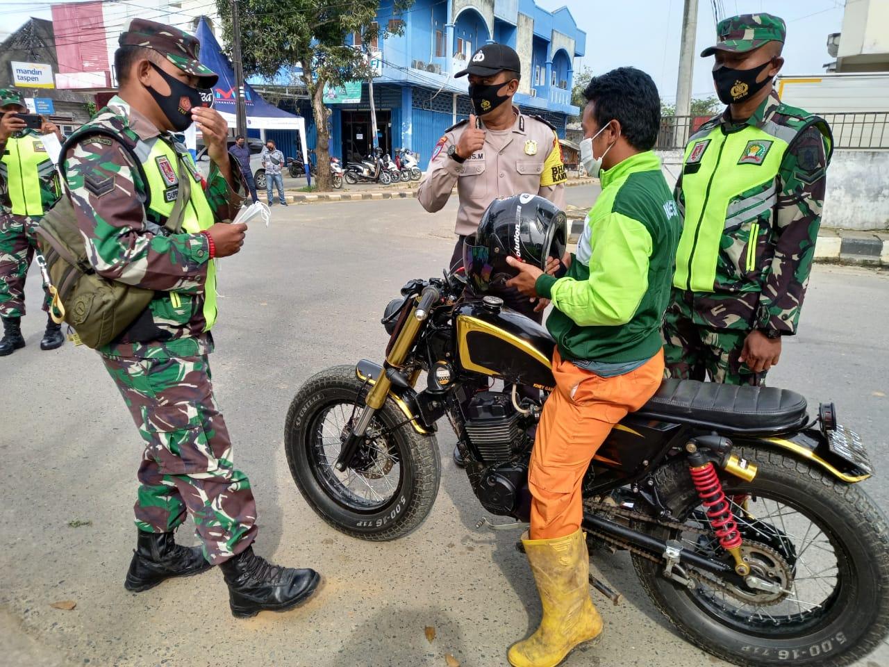 TNI-Polri Terus Tegakkan Protokol Kesehatan Kepada Masyarakat