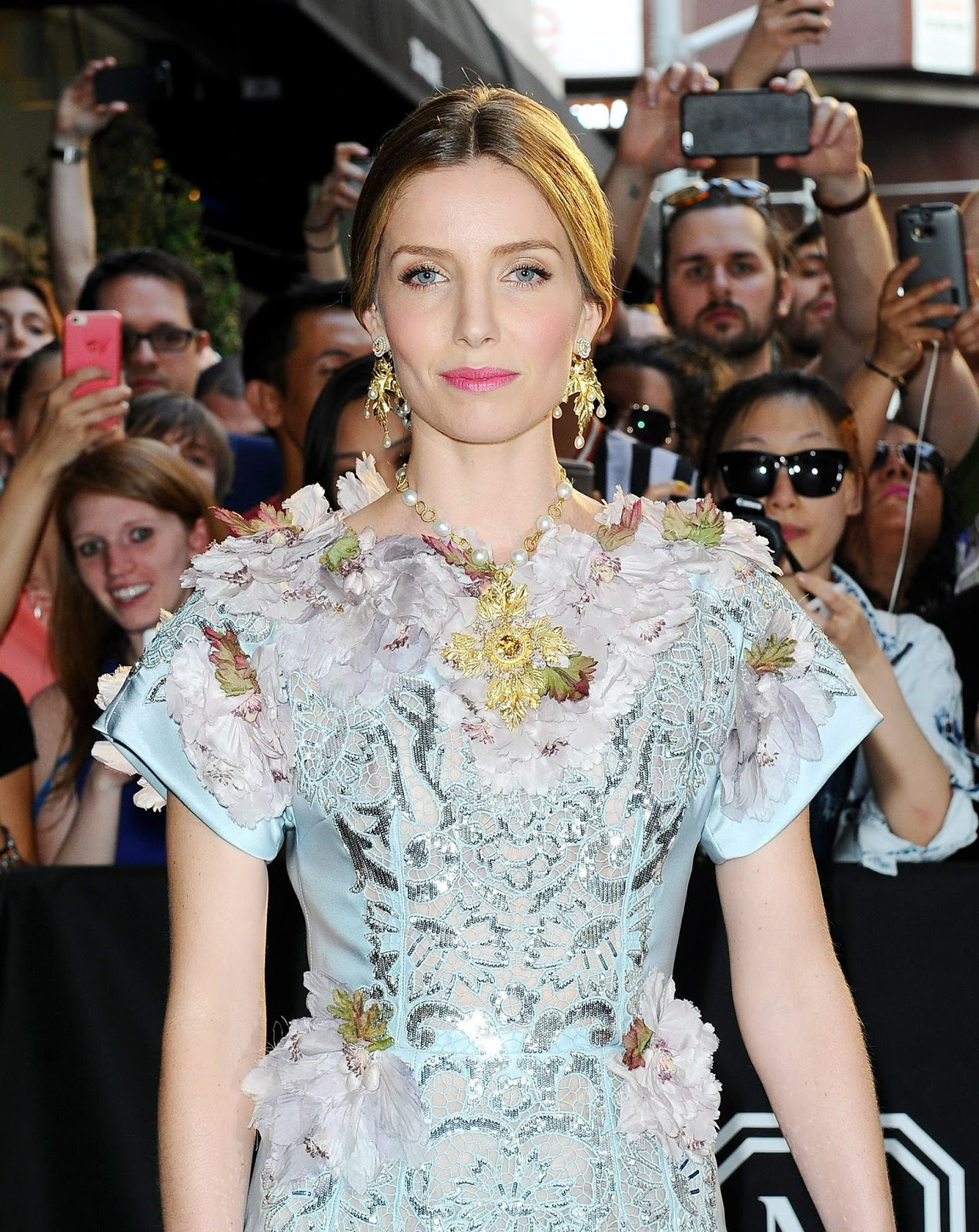 Annabelle Wallis Awesome Profile Pictures Whatsapp Images