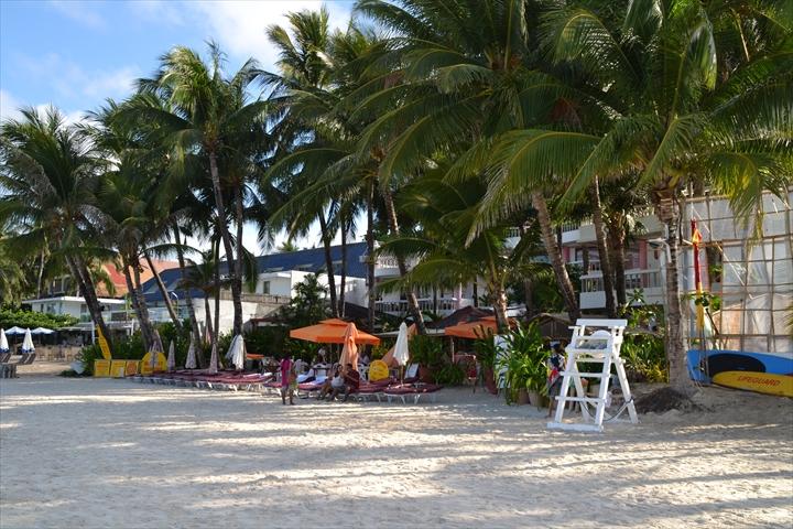 ボラカイバンカートリップ - ホテル前のビーチ