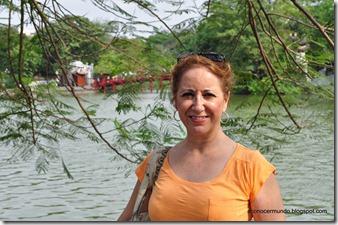 Hanoi.Yo en el  Lago Hoan kiem. Puente Huc y Templo de Ngoc Son