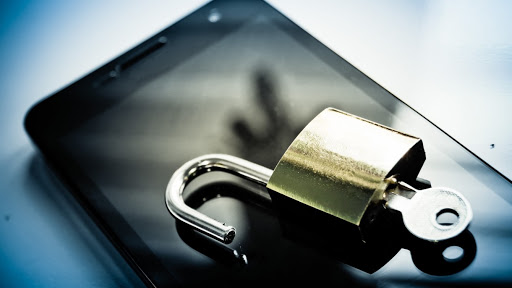 10 Common Smartphone Mistakes That Expose You To Security Risks 1