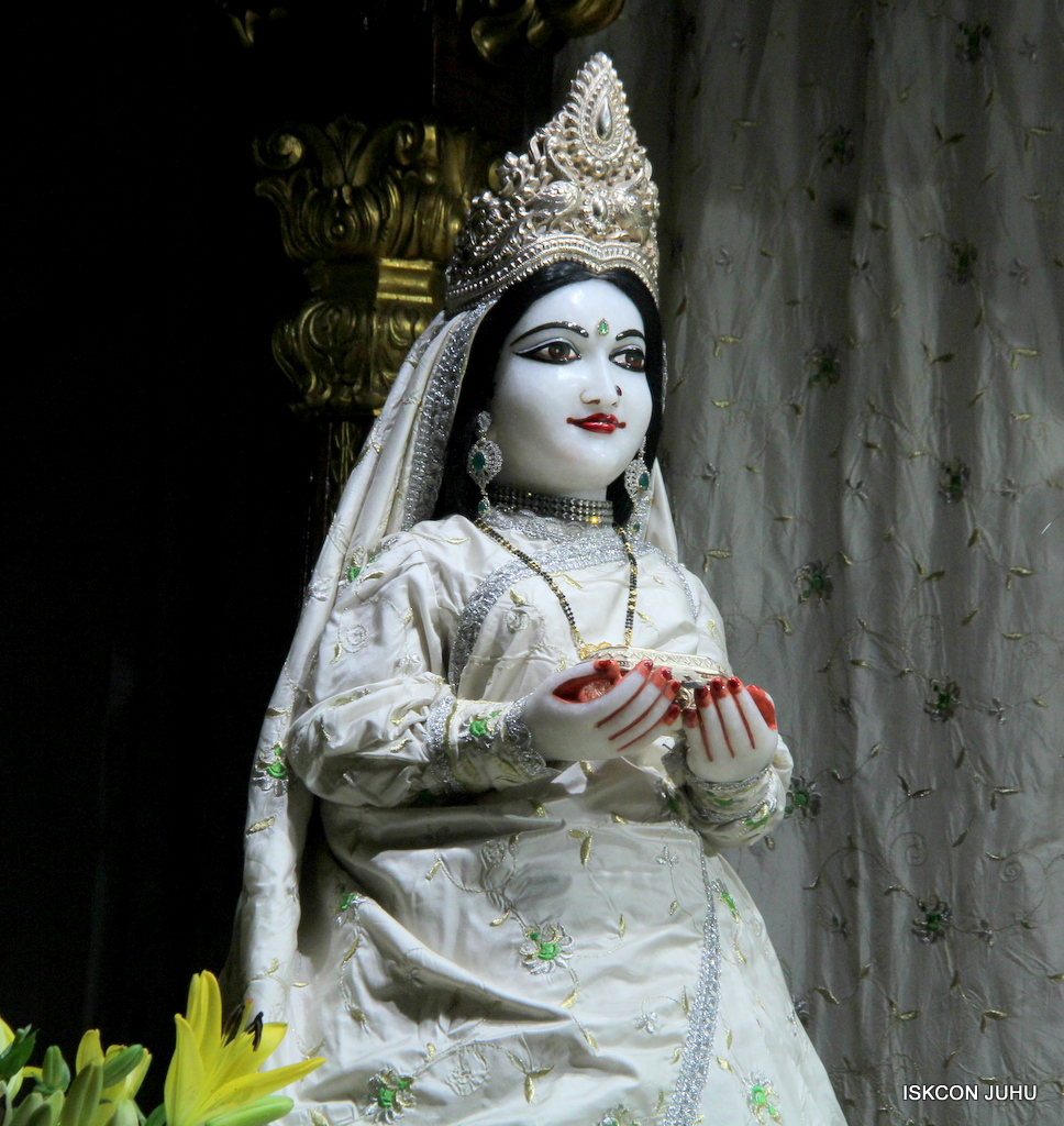 ISKCON Juhu Mangal Deity Darshan on 21st Oct 2016 (19)