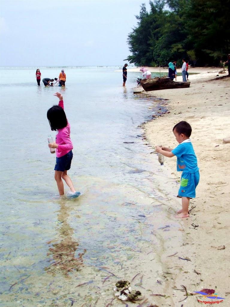 family trip pulau pari 140716 Fuji 048