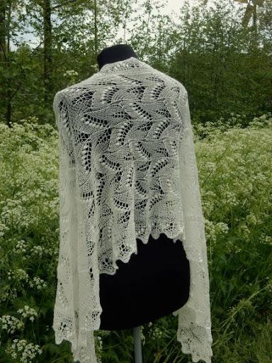 TE KOOP: bruidssjaal Lelie van Dalen.