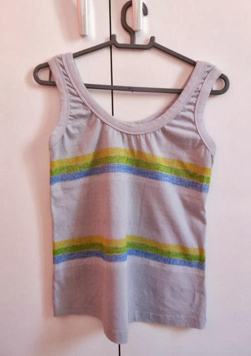 Customização de camiseta regata para a Copa do Mundo com giz para tecido