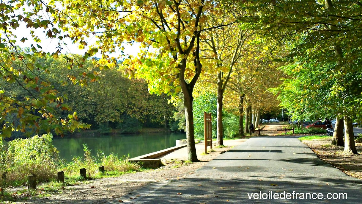 Etang de Trivaux dans la forêt de Meudon - balade vélo de Sceaux à Meudon par veloiledefrance.com
