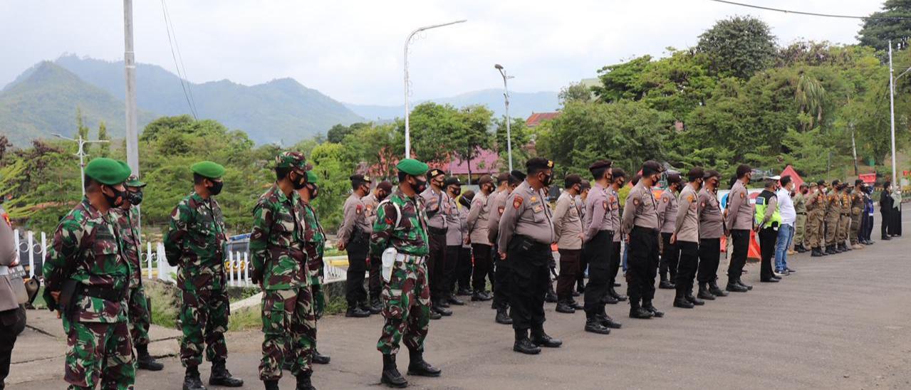 Polres Soppeng Terjunkan Ratusan Personil Amankan Kegiatan Penjemputan dan Penyampaian Pidato Bupati dan Wakil Bupati Soppeng 2021-2026