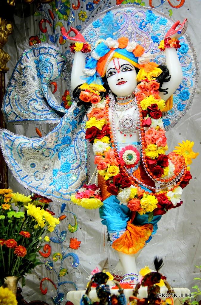 ISKCON Juhu Sringar Deity Darshan on 11th Aug 2016 (36)