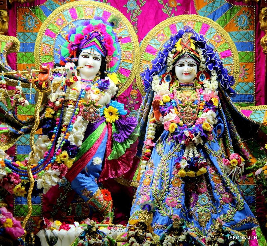 ISKCON Juhu Sringar Deity Darshan on 29th April 2016 (13)