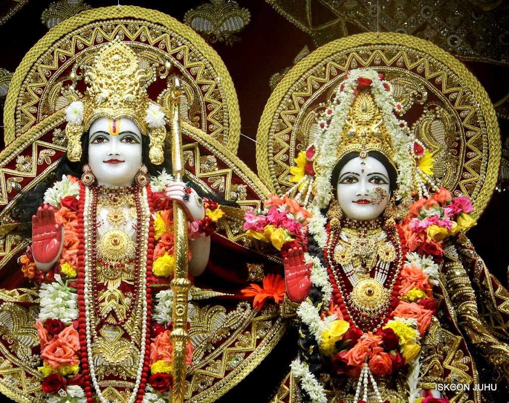 ISKCON Juhu Sringar Deity Darshan on 5th Aug 2016 (35)