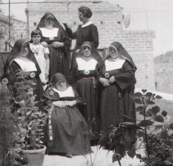 Le Suore Dorotee del Convento di Caronia in una foto d'epoca