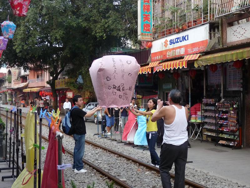 TAIWAN .SHIH FEN, 1 disons 1.30 h de Taipei en train - P1160079.JPG