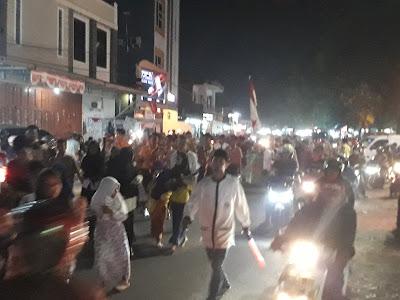 Ribuan Warga Karawang Pawai Obor di Pusat Kota