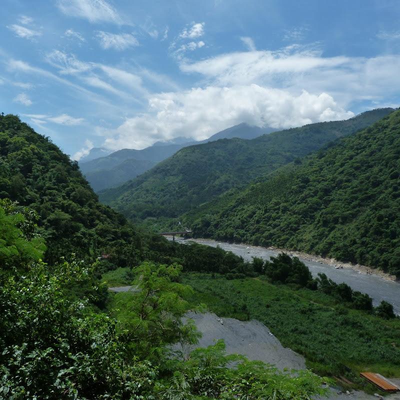 Puli  en passant , entre autres, par les villages de l ethnie Bunum de Loloko et Dili. J 10 - P1160828.JPG