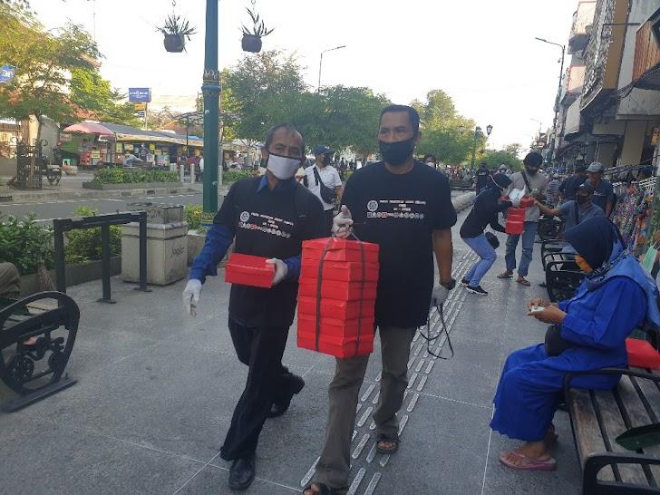 Buruh Di Yogya Gelar Aksi Bagi Takjil dan Serukan 5 Tuntutan Saat May Day