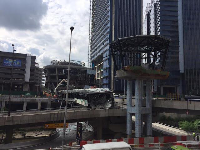 3 parah, seorang cedera slps struktur bangunan dlm pembinaan berdekatan Apartmen Abdullah Hukum,Jln Bangsar runtuh 3.30 ptg tadi