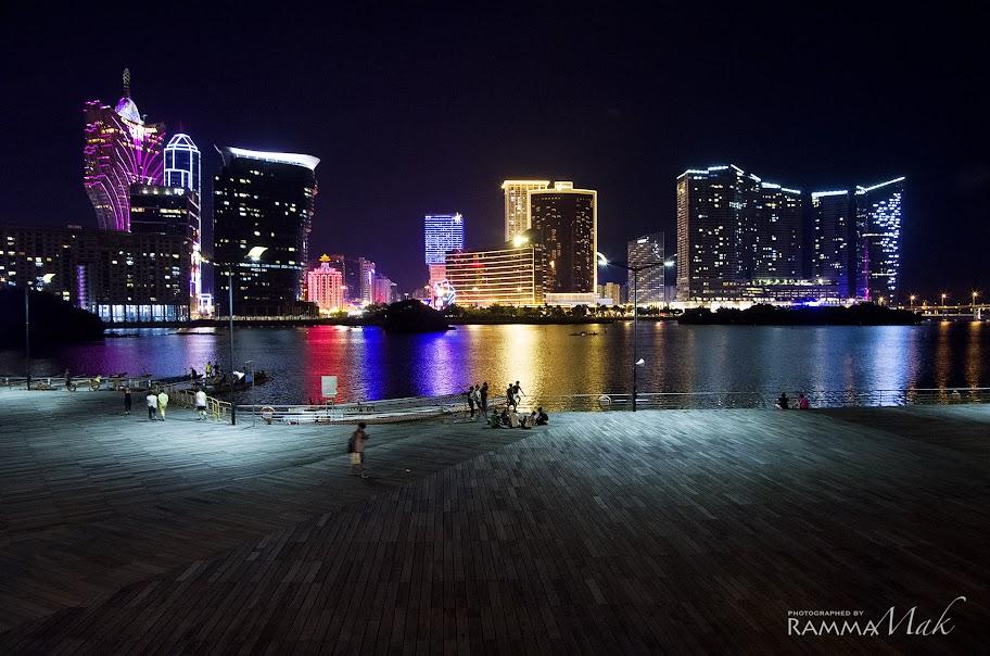 拍完南灣湖夜景便起程往碼頭了