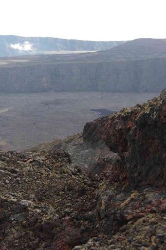 Fumerolles encore visibles sur les lieux de l'éruption de février 2015.