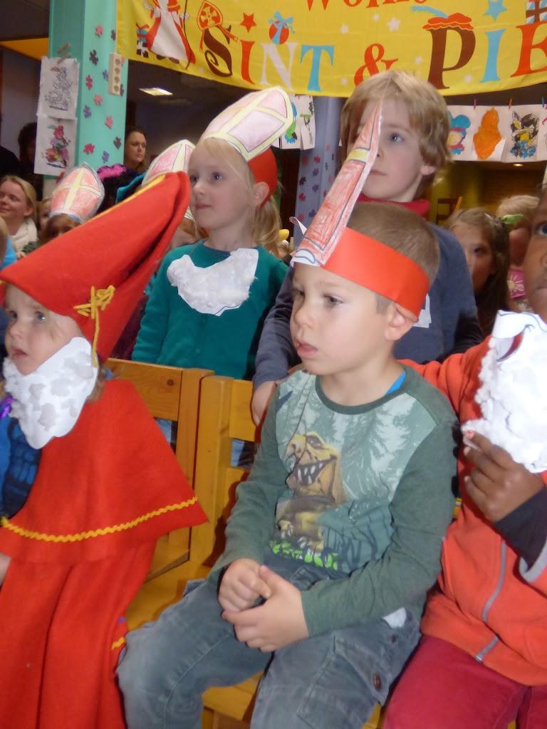 Sinterklaas op bezoek - P1060499.JPG