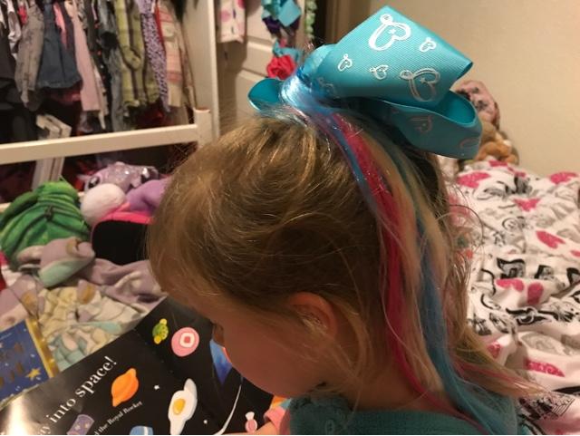 jojo-siwa-bodacious-blue-bow