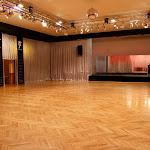 Velký sál v Paláci Charitas - pohled na pódium