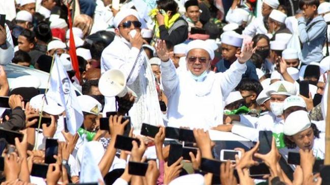 Benci FPI Karena Mengacaukan NKRI, Pria Ini Siap Penggal Kepala Rizieq Shihab