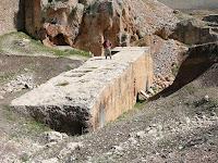 Ο μεγαλύτερος λίθος στη Γαία είναι Ελληνικός και είναι 1.200 τόνων.The biggest milestone in Gaia is Greek and is 1,200 tons.
